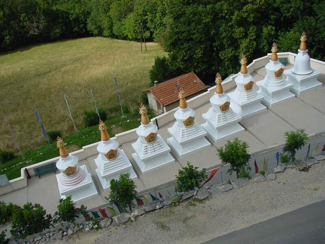 stupasmontchardon.jpg